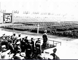 adolf-hitler-addressing-the-troops-on-zeppelin-field-BEDJYA
